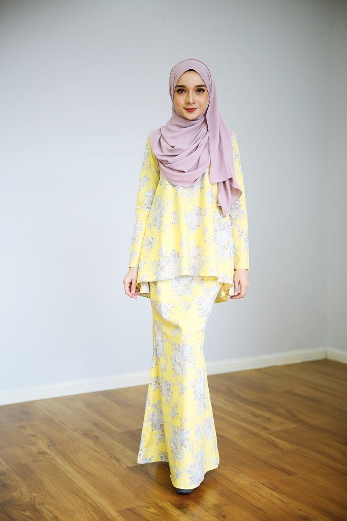 - Fabrics : Cotton / Yellow Colour -Loose Cutting - Concealed hook and buttons - Wudu' Friendly - Hand Wash - Model is wearing extra small size ***Due to light