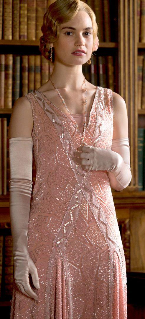 Esta é uma personagem da série Downtoun Abbe, mas olhe que belo vestidoLady Rose