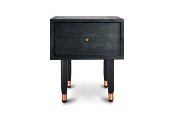 Nachttisch Eldfell. Schwarze Möbel. Midcentury Modern von Railis