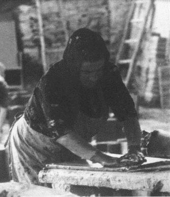 #Historyof #ceramicafrancescodemaio | stesura del cotto a mano Giuseppe Cassetta