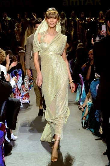 Supermodel Karlie Kloss wears Tarun Tahiliani