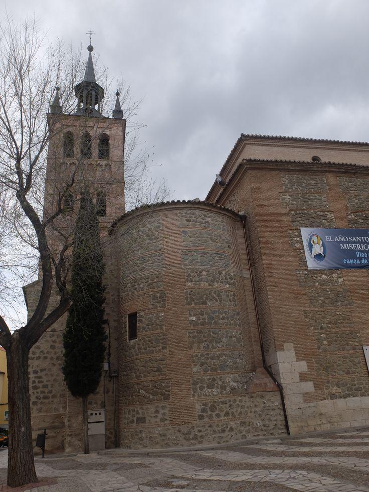 Los ábsides laterales aún conservan su forma románico-mudéjar
