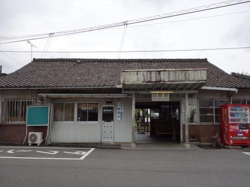 近江鉄道・日野駅 1916年築。 100周年となった2016年に部材を生かした上での改修工事が決定。2017年3月現在工事中。