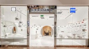 The developed Design Concept gives every store an uniformity in form and atmosphere, but every location shows his own spirit. Every store has to be unique. The new shop design illustrates the first-class frame collection, the high quality of eye measurement and consulting services combined with the precision of the Zeiss Lenses.