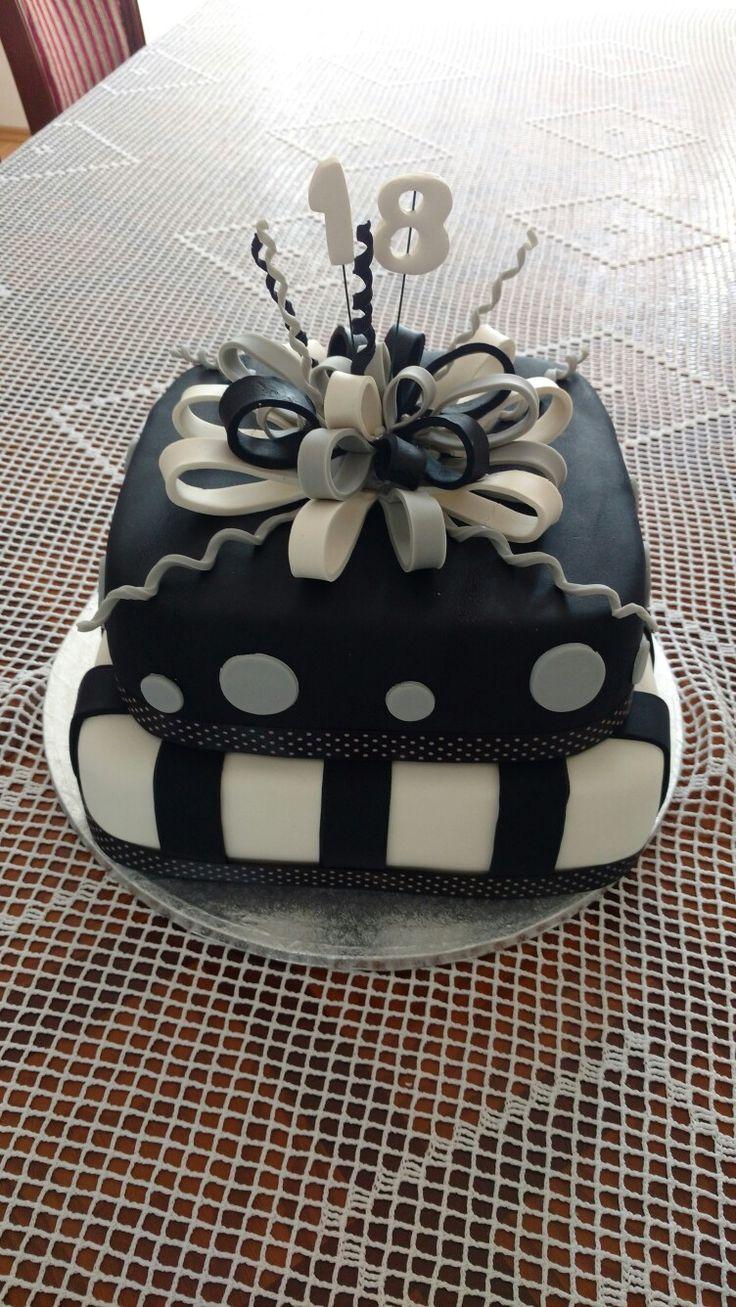 Tort na 18 urodziny. Autor - Słodka Sosnowa