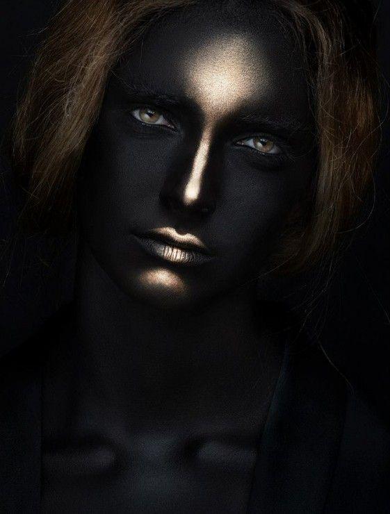 Femme obscure, sombres extases du vin noir ...