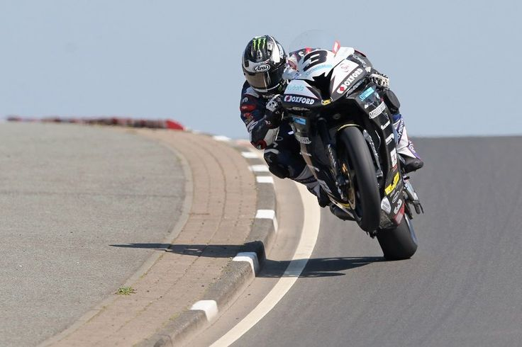 Michael Dunlop wins red-flagged superbike race - NorthWest 2016