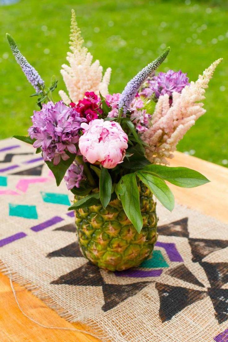 déco de table de printemps avec vase ananas