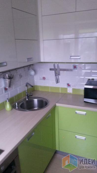 Маленькая кухня, кухонная мойка, угловой гарнитур на кухне