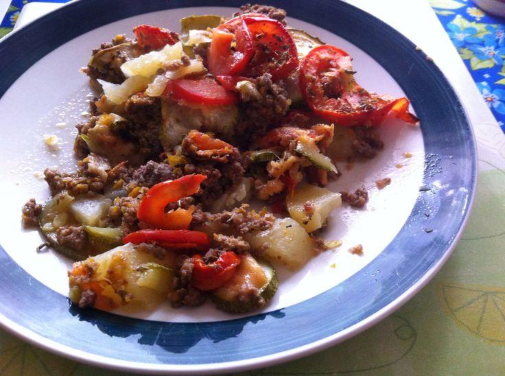 Resultado fuente con italianos, papas, pino carne y tomates