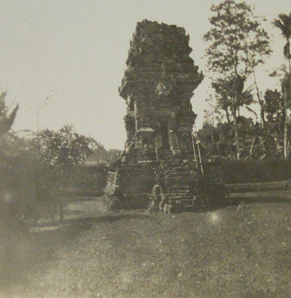 Candi Kidal bij Malang 1922.