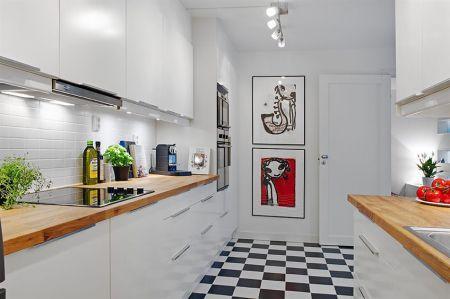suelo de parquet suelo damero blanco negro sillón eames lámparas floss diseño estilo nórdico estilo moderno estilo escandinavo diseño de interiores decoración moderna decoración en gris decoración de interiores cuadros de nueva york cocinas modernas cocinas blancas