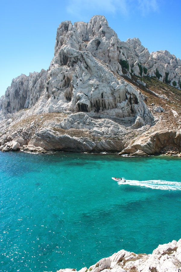 Calanques -Marseille - www.calanques.parcnational.fr #tourismpaca #tourismepaca #calanques #Marseille #France #Provence #blue #sea