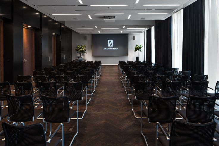 Business customers will value the convenient situation of the hotel. Invitees to the elegant, light-suffused rooms of the Conference Centre will not only find ease in travelling to the meeting site; the modern technology in the four conference rooms also leave nothing to be desired during presentations. The convenient location between the western and eastern parts of the city is ideal for visitors to Berlin.