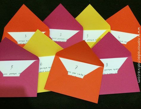 """A leitora Fernanda Garcia veio mostrar a sua pequena surpresa de """"mêsversário"""" de namoro. Ela estava completando 8 meses e resolveu comemorar de uma forma simples, mas fazendo uma surpresa bem linda. Para isso, ela comprou 8 envelopes com cores alegres e colocou dentro deles 8 motivos para amá-lo, representando os 8 meses juntos. Além disso, ela cortou letras para montar uma frase que tem um significado especial para os dois: """"A medida do amor é amar sem medida"""". Depois, e..."""