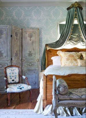 French Country Bedroom Decor and Ideas: What is the French Country Style?: Canopies and Other Accessories