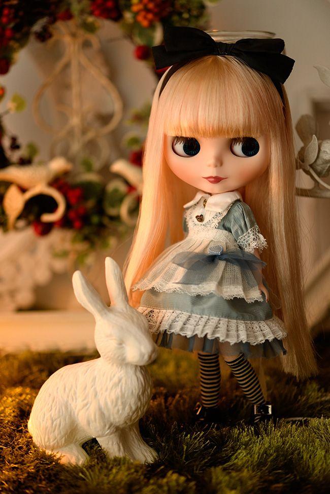 Love this! Alice in Wonderland Blythe.
