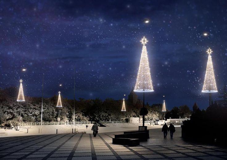 Ozdoby w kształcie choinek zamocowane na latarniach przyozdobią w okresie tegorocznych Świąt Bożego Narodzenia Plac Krakowski #Gliwice #christmas #lights