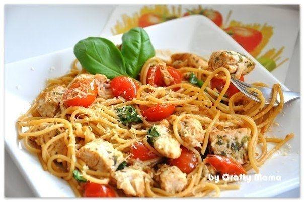 Фото к рецепту: Спагетти с курицей и помидорами