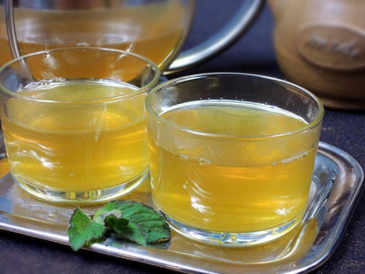 Tento osvěžující, voňavý a slaďoučký čaj z čerstvé máty, zeleného čaje a medu můžete podávat teplý i studený. Je to vhodný čaj pro odpolední relaxaci.