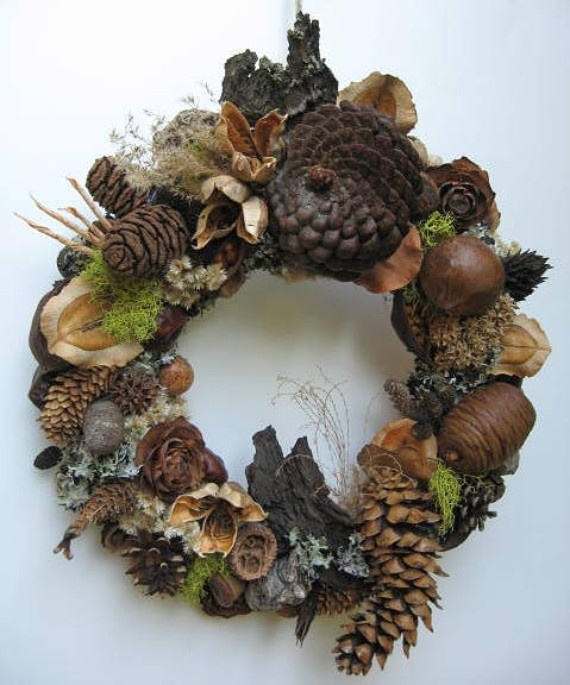 This might be the best way for me to actually put my acorn, small bit of moss/lichen, pinecone, dry weeds/seedpod collections to work. So beautiful!