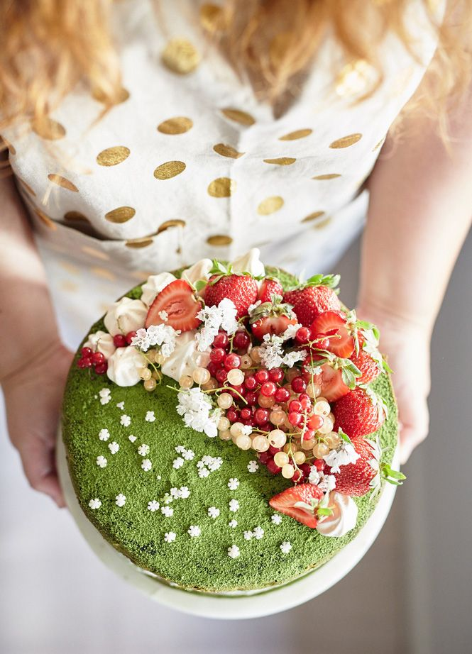 A Christmas Cake that isn't fruit cake! Although it is topped with fruit, nothing is more festive than a matcha cake.