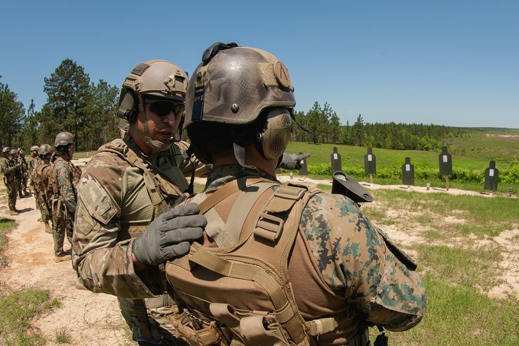 A U.S. Army National Guard Special Forces soldier assigns firing lanes to a Chilean special forces soldier during a bilateral training exchange April 21, 2015, at Camp Shelby, Miss.