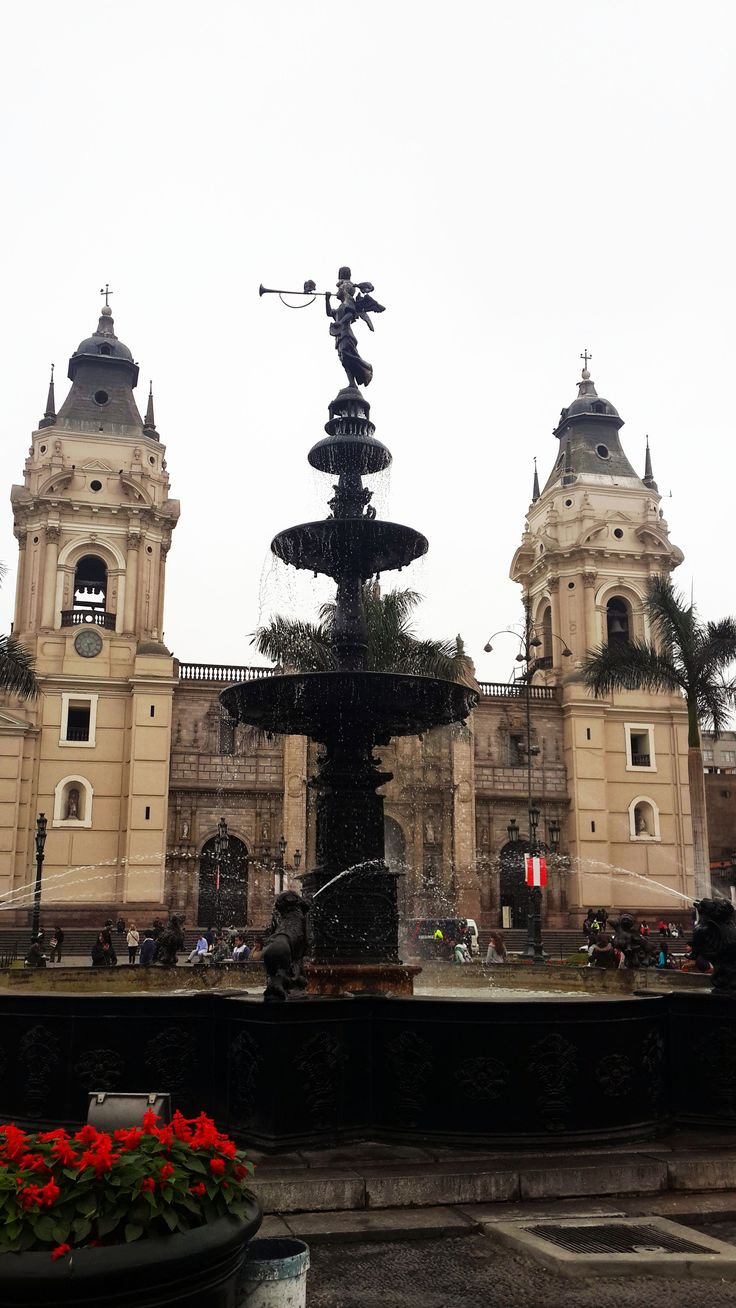 Lima. Catedral en Plaza Mayor.
