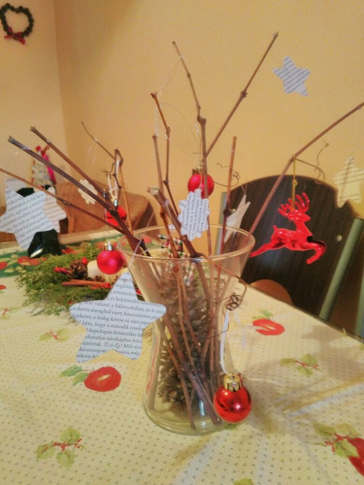 Table decoration with tree sticks. Bookworm christmas decor.