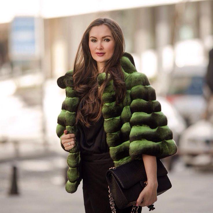 «Green chinchilla coat is simply awesome, get it only in #ADAMOFUR  Шуба из шиншиллы зеленого оттенка просто великолепна! В #ADAMOFUR всегда есть на что…»