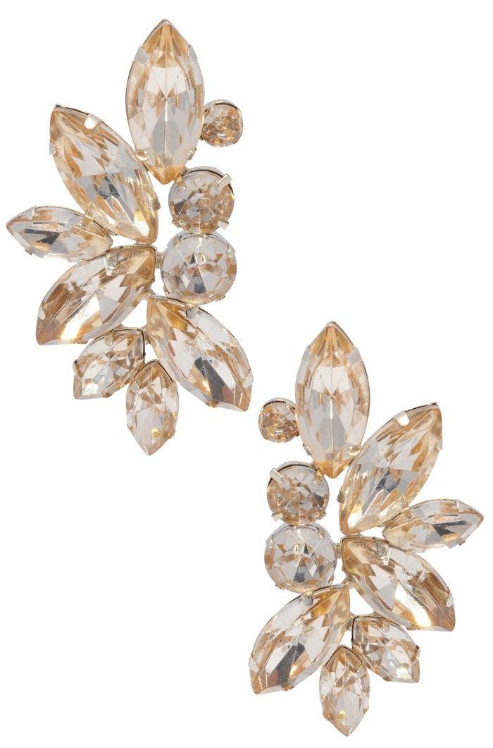 Um brinco lindo e elegante. Esse acessório é ideal para festas e eventos sofisticados, pois o cristal causa um efeito brilhante e chic. Banhada a ouro, essa peça pode ser combinada com um belo colar dourado brilhante. Dimensões: 4,5 cm de comprimento. Peso: 3 gramas.
