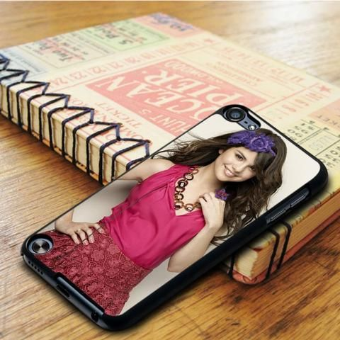 Selena Gomez Cute Smile Singer Idol Star iPod 5 Touch Case