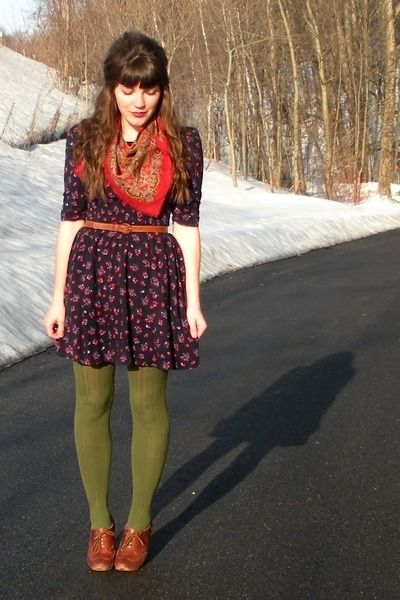 Fall/Winter Outfit: Red Handkerchief Scarf + Navy Floral Dress + Olive Green Gap Tights + Brown Belt + Brown Oxfords