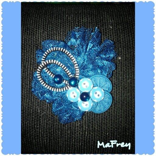 22FE45E0/0838 0738 8184 #handmade #brooch #blue #electric
