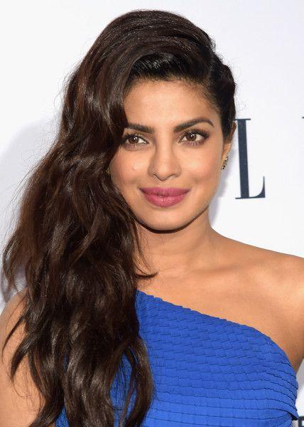 Priyanka Chopra Side Sweep - Priyanka Chopra styled her lush locks into a wavy side sweep for the Elle Women in Television dinner.
