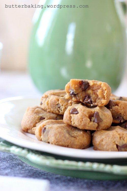 Healthy Protein Peanut Butter Chocolate Chip Cookie Dough Balls (Gluten Free & Vegan)