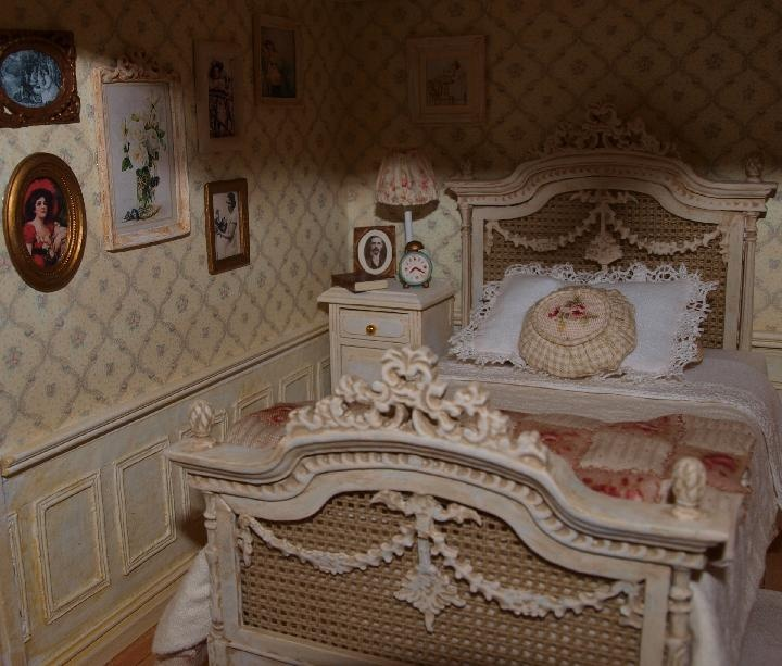 it seems so unfair that dolls could live so well and my house looks nothing like this...sigh