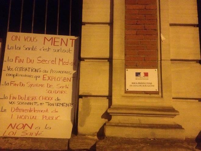 Coup de force des anti-loi de santé de Marisol Touraine devant la Sous-Préfecture de Chalon Info Chalon l'actualité de Info Chalon