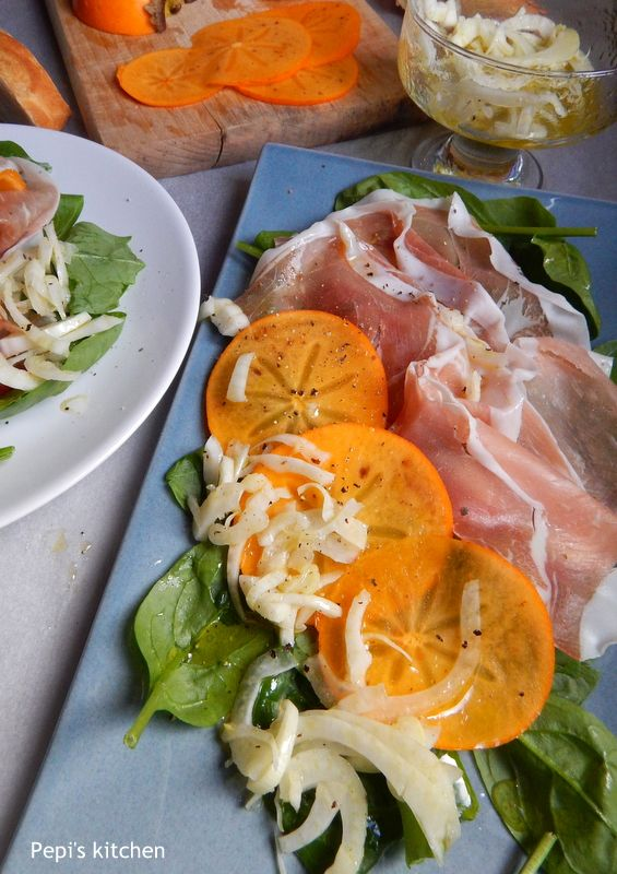 Σαλάτα με λωτό, προσούτο και φινόκιο από τη Μάγδα http://greekmylittleexpatkitchen.blogspot.gr/2013/12/blog-post.html