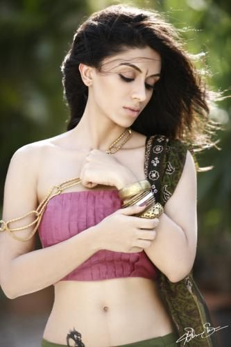 Zoa Morani Height Weight Bra Size Body Measurements Wiki, Zoa Morani breast size, figure size, shoe size, horoscope, body facts, hip size