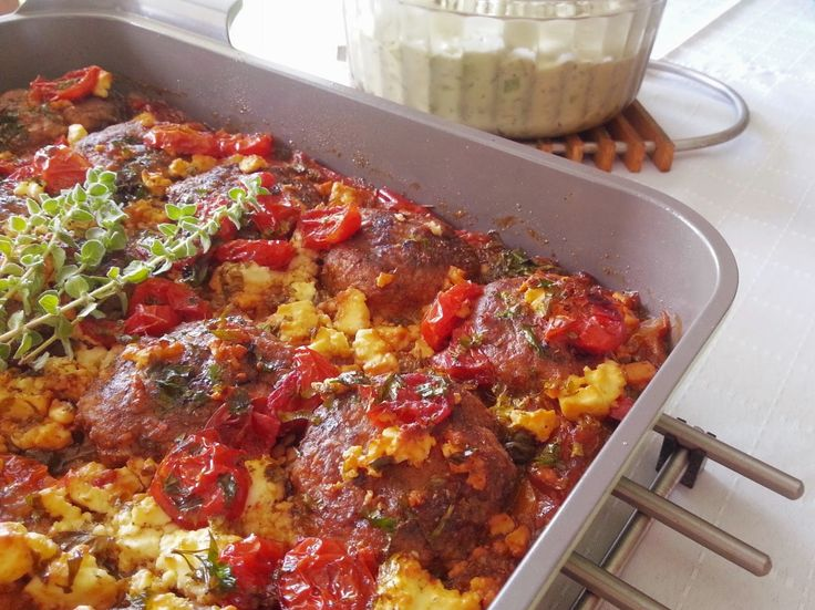 my blissfood: Καλοκαιρινοί κεφτέδες με κρεμμύδια, πιπεριές, ντομάτες και φέτα