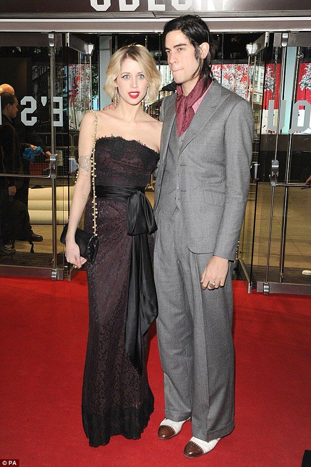 Daisy Lowe And Peaches Geldofs Widower Thomas Cohen Kiss