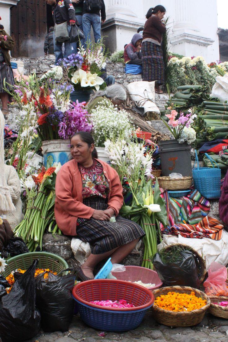The flower sellers of Santo Tomás de Castilla, Guatemala https://idreamofdesign.wordpress.com/2010/11/30/461/