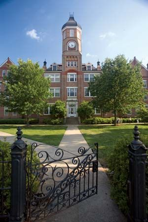 Callaway Hall, #Mississippi University for Women in Columbus, was used as a hospital during the Civil War before MSCW was founded.{Photo by my friend, Chris Jenkins!} #MUW
