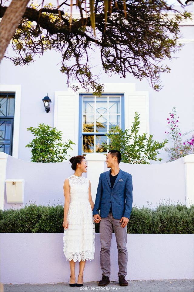 Engagement shoot photo ideas. Cape Town Engagement shoot. Photographer Cape Town. Colorful houses Cape Town. Engagement shoot outfit ideas.