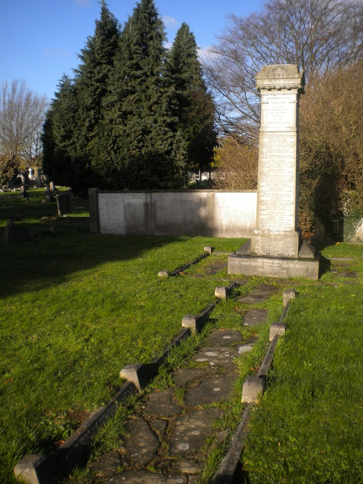 Gladys May Gill, Granny's sister, buried in an area of the cemetery reserved for 'The Variety Artistes' Benevolent Fund and Institution', Brinsworth House, Staines Road, Twickenham (now known as the 'Royal Variety Charity').