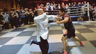 Ahli perniagaan China tawar hadiah RM6.3 juta kepada sesiapa yang dapat tewaskan jurulatih MMA yang sebelum ini tewaskan sifu tai chi dalam 10 saat   Seorang ahli perniagaan China menawarkan hadiah berjumlah 10 juta yuan (RM6.3 juta) kepada sesiapa yang mampu menewaskan jurulatih seni tempur campuran (MMA) yang mencetuskan perdebatan di media sosial selepas memperkecilkan seni bela diri tradisional.  Baca:  Video: Sifu Tai Chi kalah dengan peserta MMA dalam tak sampai 10 saat kasut licin…