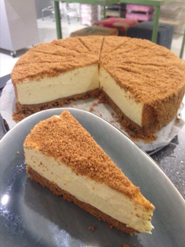 Witte chocolade cheesecake met pepernoten bodem en speculaas crumble.