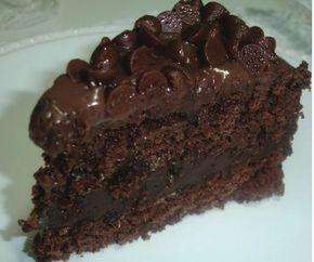 A receita de bolo trufado de chocolaterende aproximadamente 20porções. Leia mais Receita simples de bolo de chocolate com morango Receita de bolo de aniversário Receita de bolo floresta negra Ingredientes • 4 ovos • 1 xícara (chá) de açúcar • 1 xícara e meia (chá) de leite quente • 2 xícaras (chá