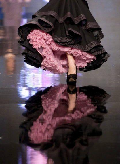 Foto desfle de Lina . www.lina1960.com Desfiles en el Salón Internacional de Moda Flamenca SIMOF 2013 - . Foto 1 de 79